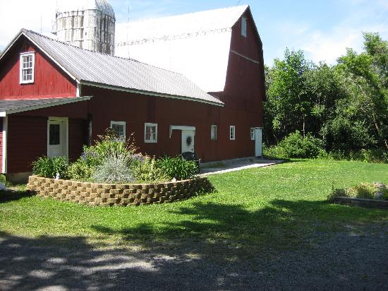 A Wicher Garden Bed & Breakfast: Barn