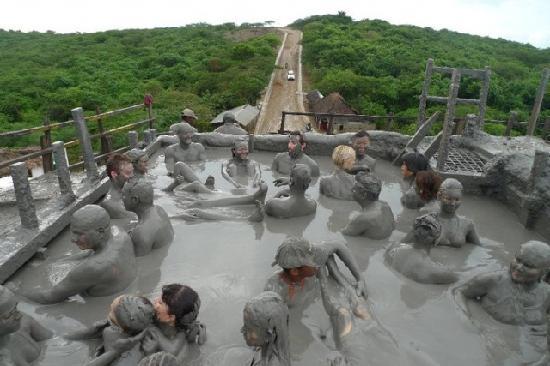 Volcan de Lodo El Totumo (Mud Volcano) : Warm Dip