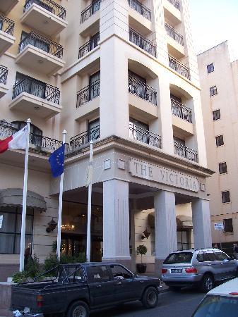 The Victoria Hotel : entrée du victoria hôtel, sliema, MALTE