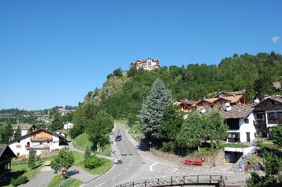 Residence Aparthotel Des Alpes: Vista dalla camera 2