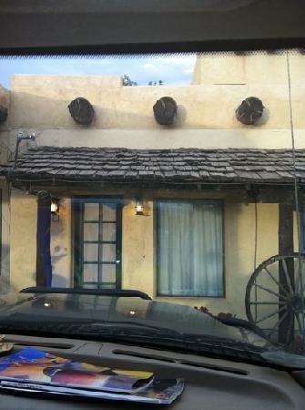 Silver Saddle Motel: Outside room 3