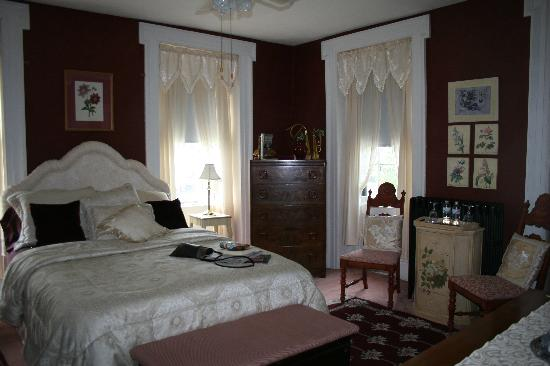 Olde Stone House Inn: one of the four rooms