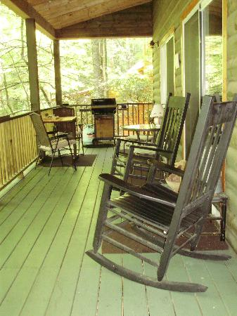 Bear Creek Lodge and Cabins: The Front Porch