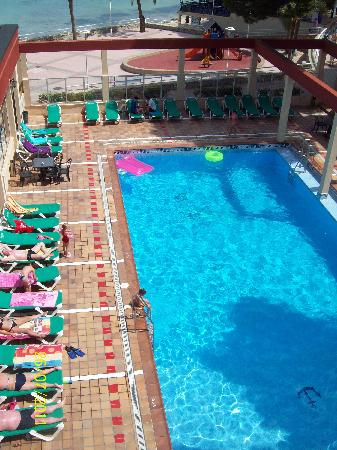 Hotel Seramar Comodoro Playa: The pool from our room