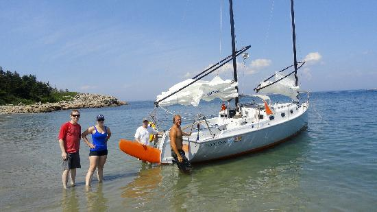 Thorfinn Expeditions - Day Tours: Landing on Markey Beach
