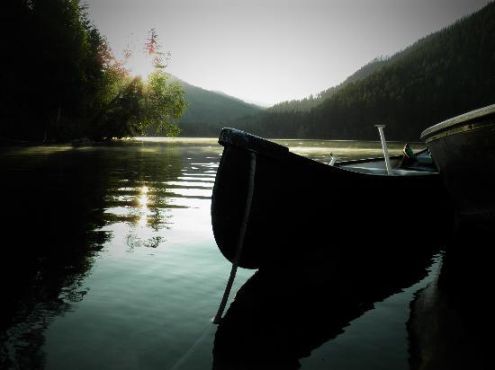 Tyax Wilderness Resort & Spa: 6:40am early start @ dock below our site