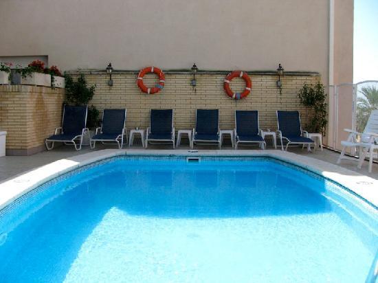 Hotel Rovira: Piscina-solarium