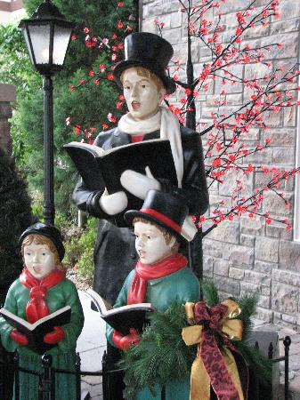 The Inn at Christmas Place : Decorated entryway