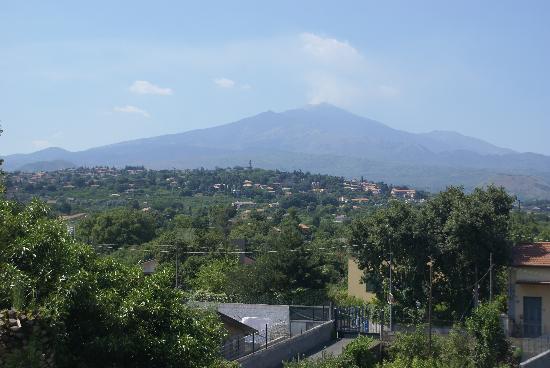 Villa Paradiso dell'Etna: Vue de la chambre