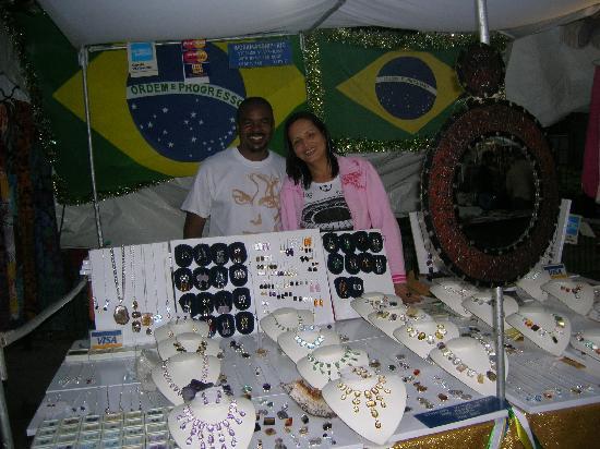 Feira Hippie de Ipanema : collares...