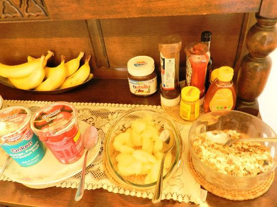 Ashleigh House: help yourself breakfast-2