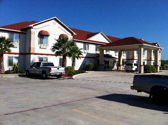 Budget Host Inn & Suites Cameron: Front
