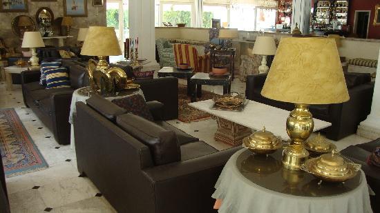 Hotel Pelagos: Three pice suite - lounge