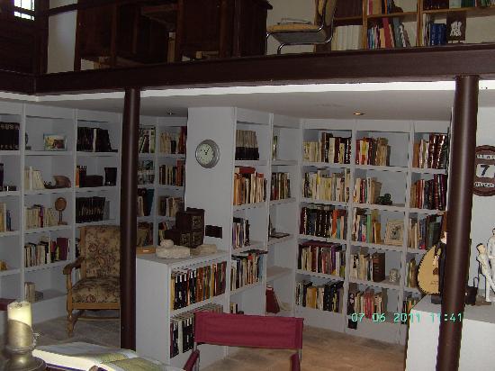 Hacienda Minerva: Bibliothek