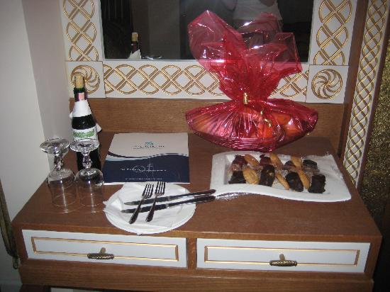 Alva Donna Exclusive Hotel & Spa: Our gift on arrival.