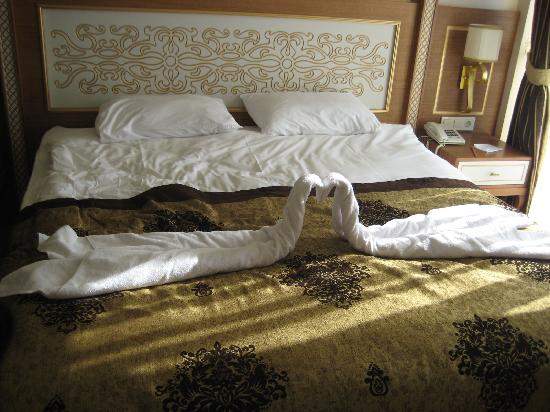 Alva Donna Exclusive Hotel & Spa: The beds made up.