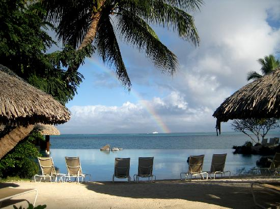 InterContinental Tahiti Resort & Spa: infinity pool lookout to rainbow