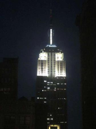 Heritage Hotel New York City: Empire State Building at night