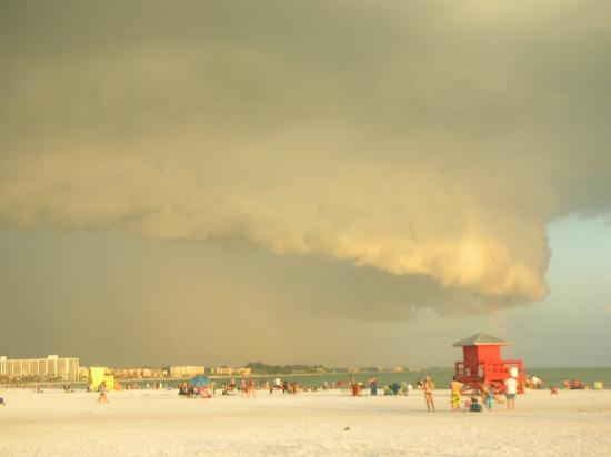 Siesta Beach: Storm coming in.