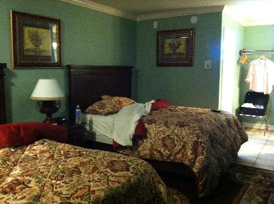 Rio Inn and Suites: Bed was comfy and firm