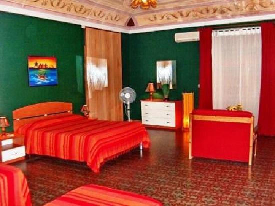 Holland International Rooms: Double/Triple/Quadruple ensuite