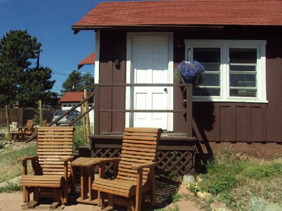 River Rock Cottages: Outside the cottage