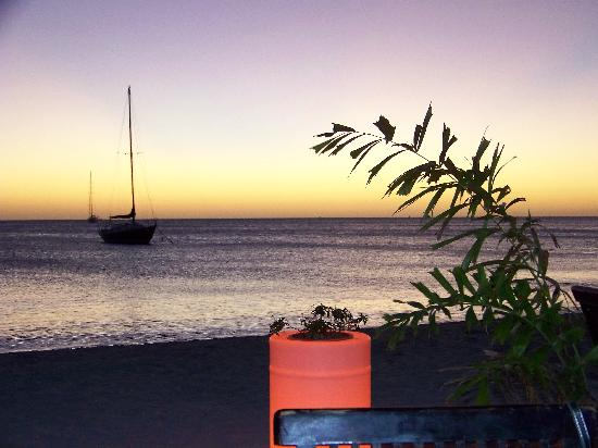 Barefoot Restaurant: Another beautiful Aruba sunset from Barefoot!