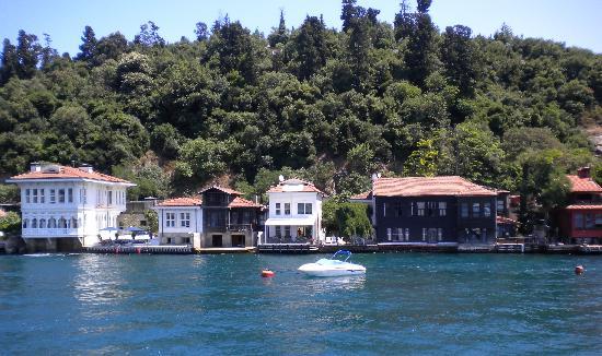 Maywood Hotel: Cruising the Bosphorus
