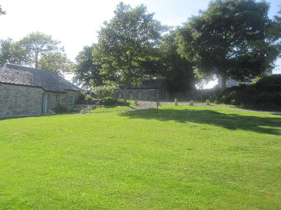 The Green Cornwall: Cottage 2 (left), Cottage 1 (centre)