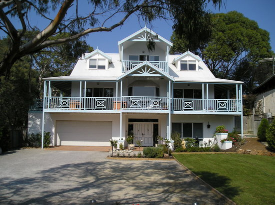 Silver Waters Bed & Breakfast: Front View