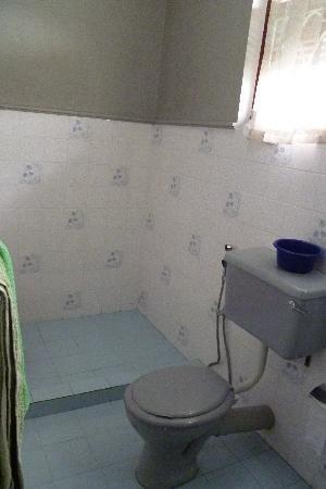 Sampath Rest Guesthouse: Bathroom 1
