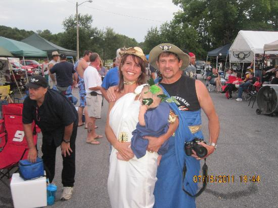 Howard Johnson Inn Commerce GA: Family Toga Night