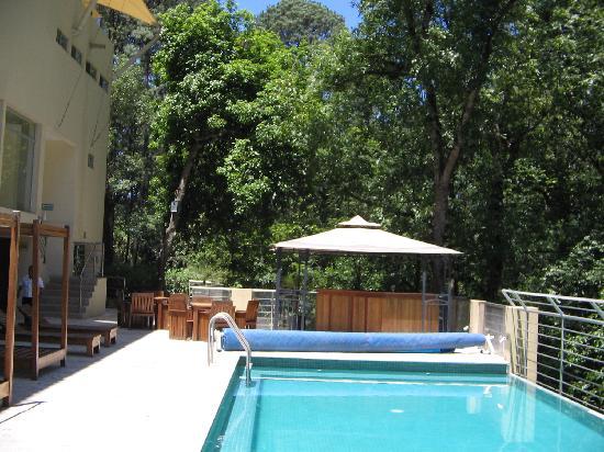 Hotel Mision Grand Valle de Bravo: Desde la zona de la alberca.