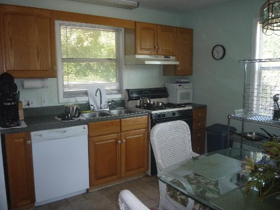 Periwinkle Cottages of Sanibel: The Kitchen and Dining Room