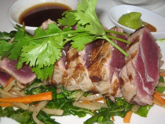 Blackhouse - The Grill on the Square : tuna sashimi