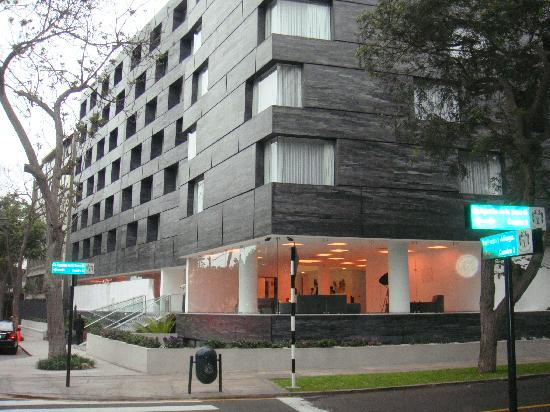 NM Lima Hotel: Front view