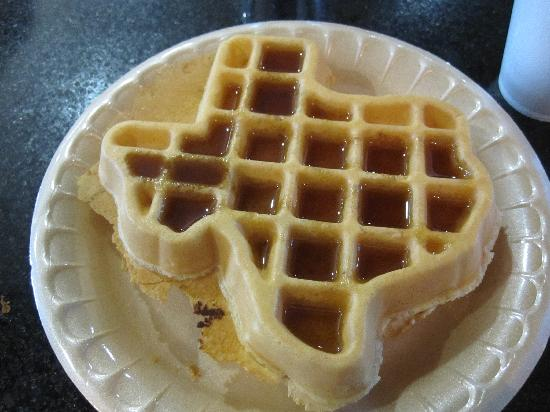 La Quinta Inn & Suites DFW Airport West - Euless: Texas Shaped Waffle at Continental Breakfrast