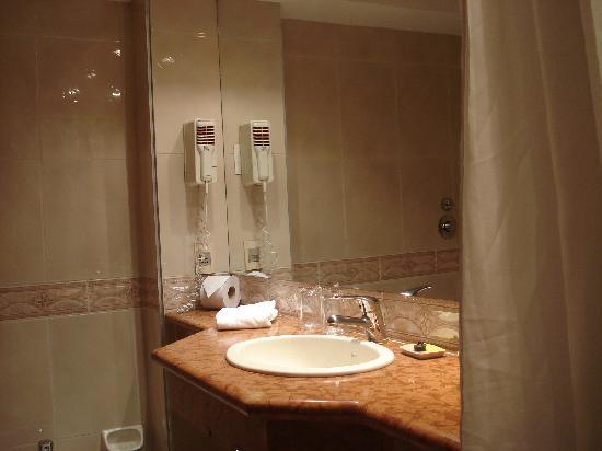 Crystal Palace Hotel: El Baño II