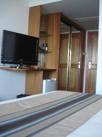 Crystal Palace Hotel: Mas de la habitación