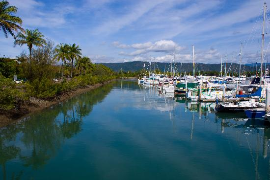 Coral Sea Villas Port Douglas: Close to Port Douglas Harbour - yummy restaurants