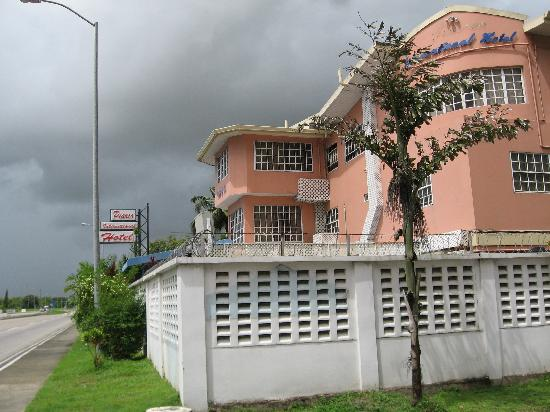 Piarco International Hotel: hotel outside