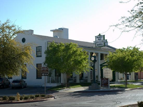 Boulder Dam Hotel: The street view