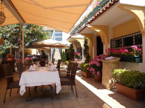 Matbah Ottoman Palace Cuisine : Restaurant Terrace