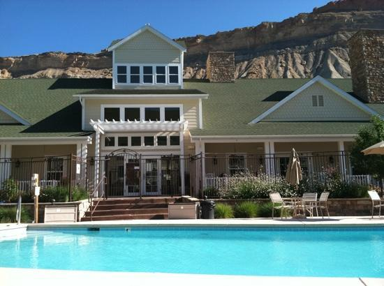 Wine Country Inn: poolside
