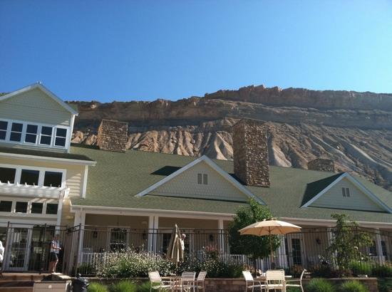 Wine Country Inn: Bookcliffs in the background