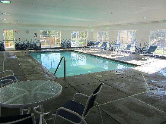 Holiday Inn Express Bend: Pool