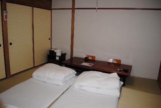 Kyoto Hot Spring Hatoya Zuihokaku Hotel: Room from another angle