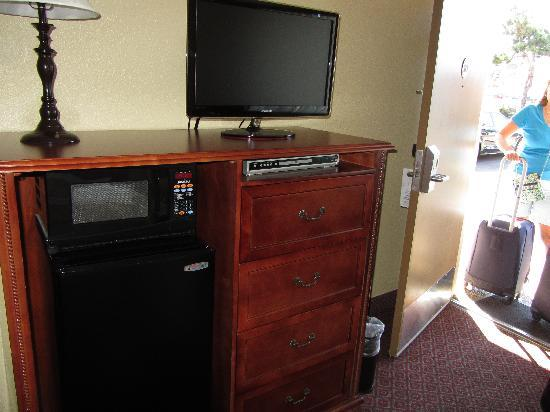 The Dalles Inn: Fridge, Microwave, Samsung TV