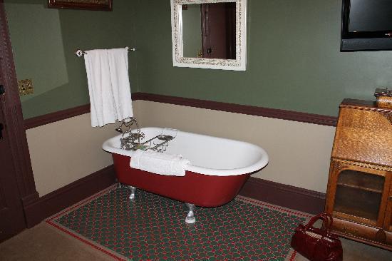 Martin Mason Hotel: Luxurious bath