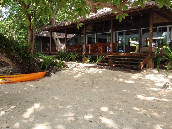 Barrier Beach Resort: Tranquil Setting